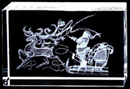 ソリに乗るサンタ(横型)名入彫刻代込