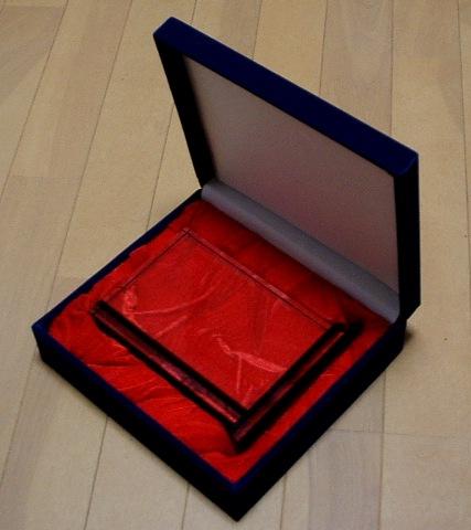 このような箱にお入れします。