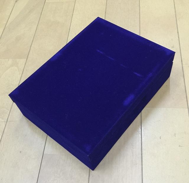 この箱にお入れいたします。