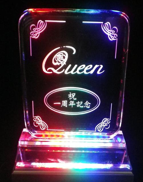 LED台座に乗せると綺麗に輝きます